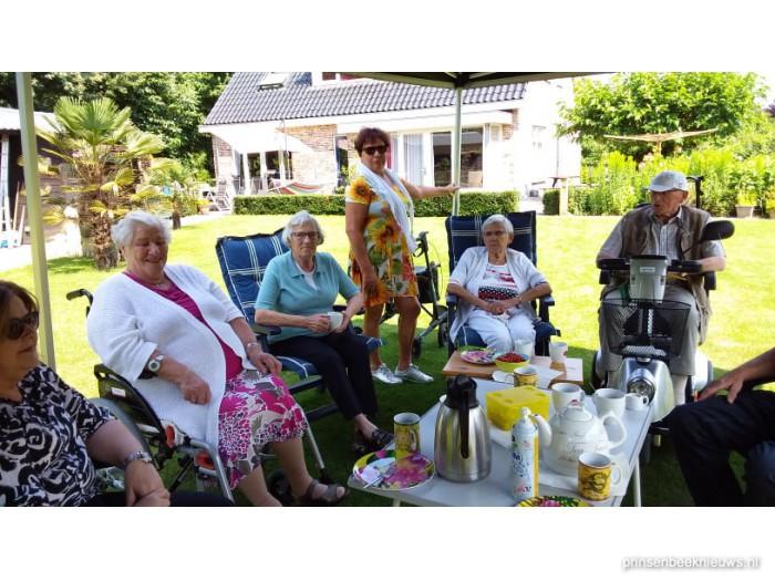 Gastvrije ontvangst Zonnebloem in tuin