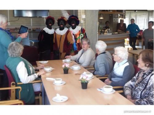 Pieten bij zondagse koffieochtend