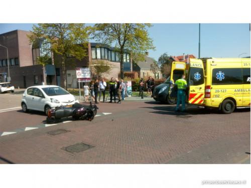 Motorrijder gewond bij aanrijding Valdijk