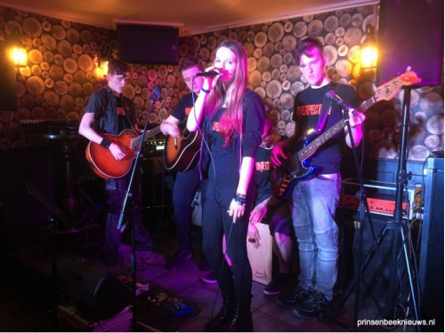 Gitaartalent on stage in De Stee