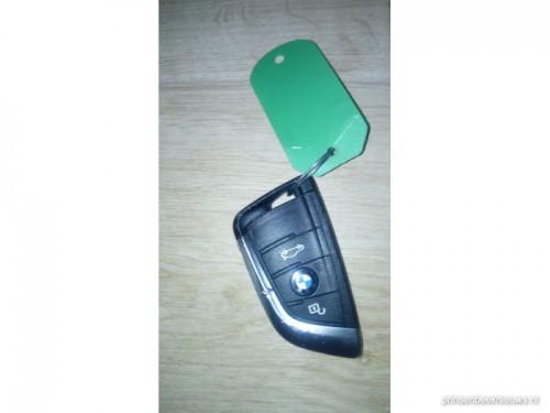 BMW-sleutel gevonden in Vianendreef
